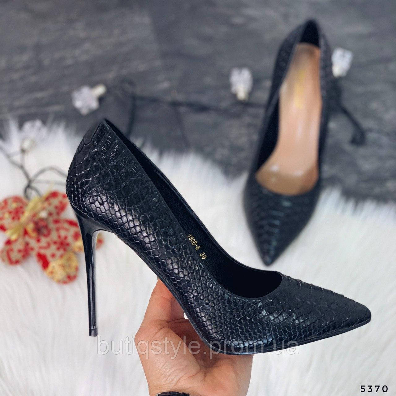 Черные женские туфли на шпильке эко-кожа питон