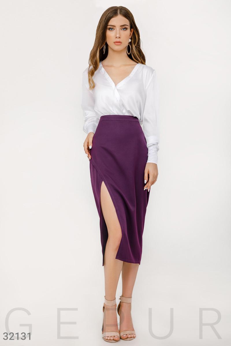 Классическая облегающая юбка-миди на запах смородиновая