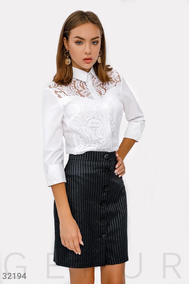 Короткая юбка-трапеция на пуговицах спереди