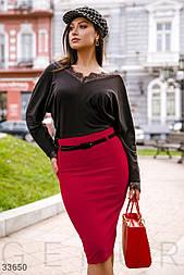 Сдержанная юбка прямого кроя красная