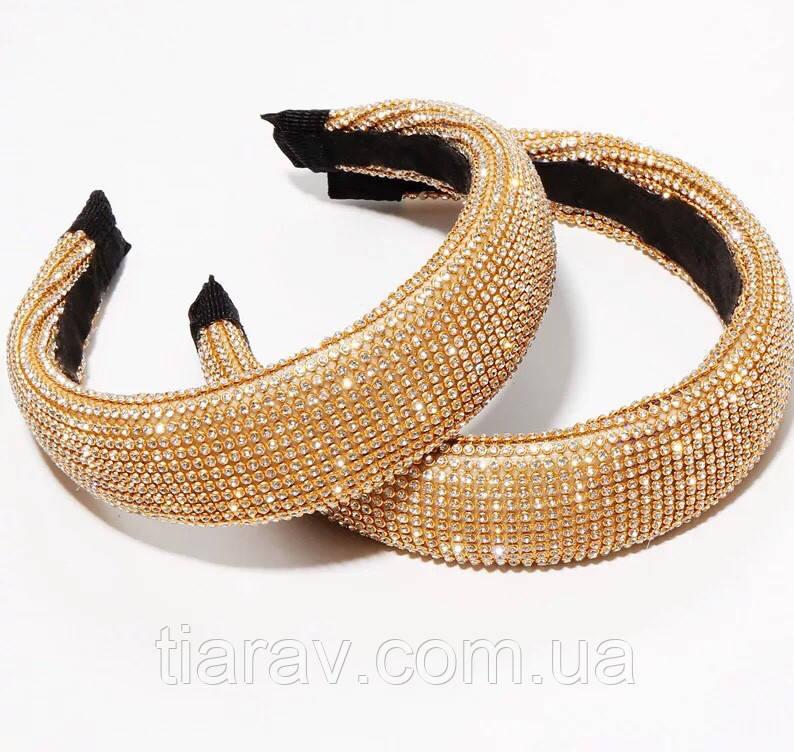 Высокий объемный обруч для волос в камнях золотой