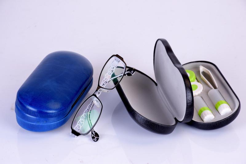 Футляр для окулярів та контактних лінз