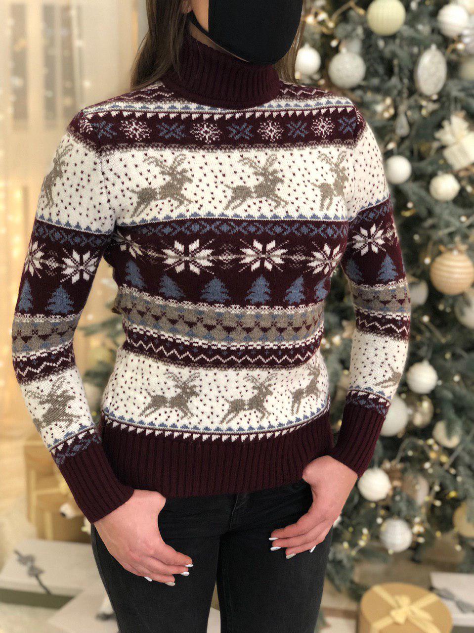 Жіночий светр новорічний з оленями бордовий