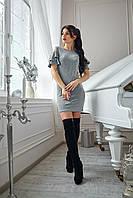 Модное женское платье с оригинальной спинкой серое