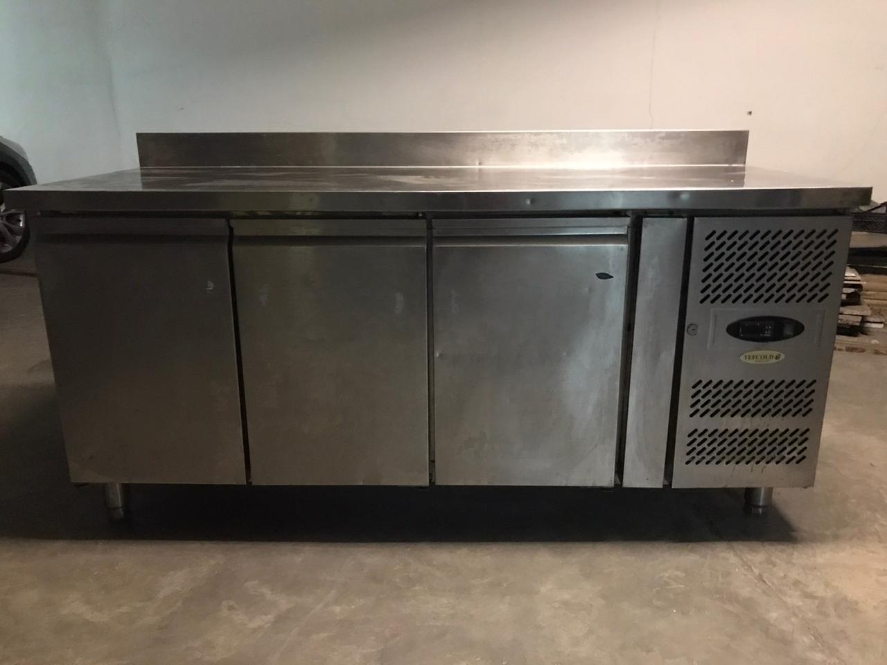 Стол холодильный трехдверный Tefcold CK 7310 (Дания )  Б/У в хорошем рабочем состоянии!.