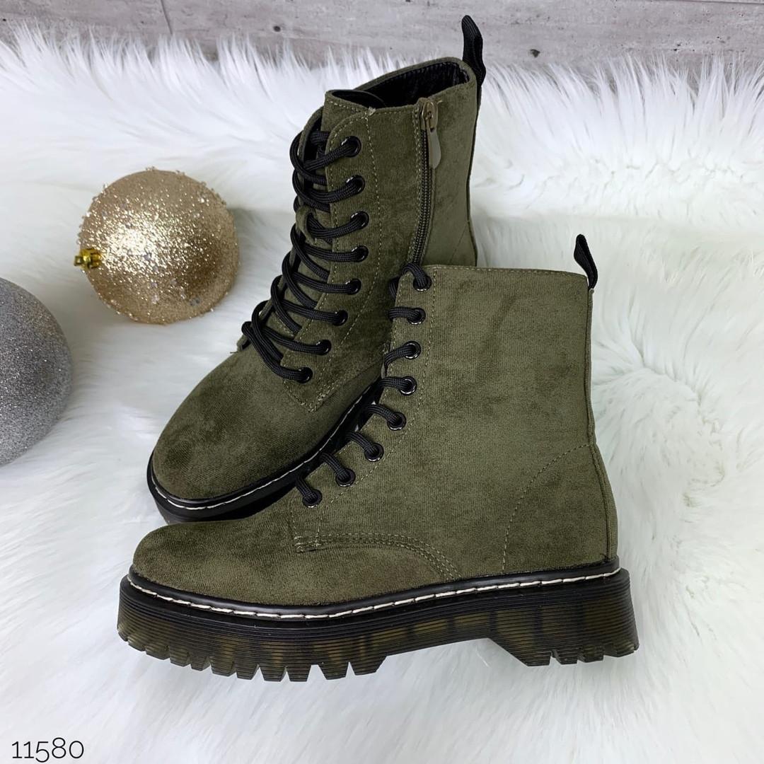 Темно зеленые ботинки