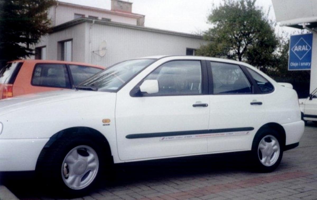 Молдинги на двери Seat Cordoba I (6K) 5 door 1993-2002