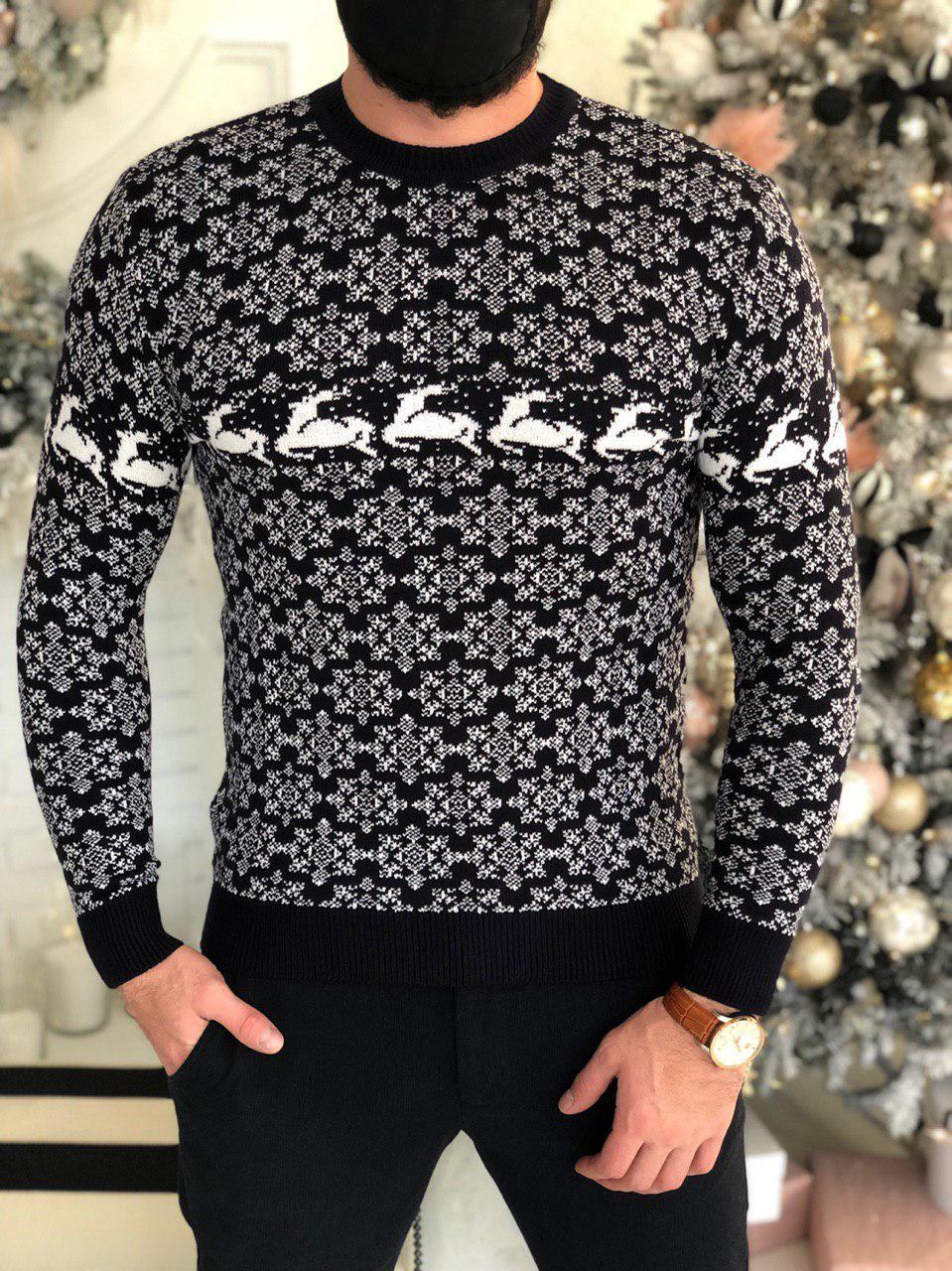 Мужской свитер черный с оленями