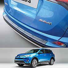 Пластикова накладка заднього бампера для Toyota RAV-4 2016-2018 ribbed