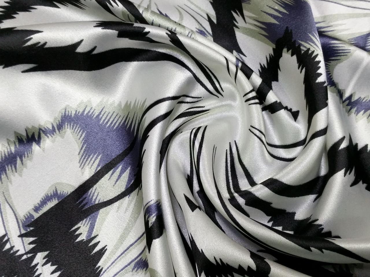 Атлас стрейчевый крупный цветок, черный с сиреневым