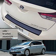 Пластикова захисна накладка на задній бампер для Toyota Auris 5dr LIFT 2015-2018