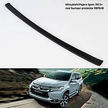 Пластикова захисна накладка на задній бампер для Mitsubishi Pajero Sport 2015+