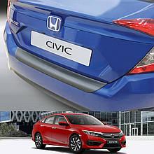 Пластикова захисна накладка на задній бампер для Honda Civic X 4dr sedan 2017+