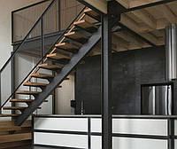 Лестница из металла с перилами прямая на титевах