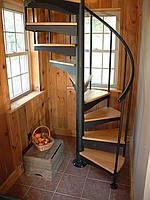 Лестница из металла с перилами крутоизогнутая кривоизогнутая криволинейная на титевах