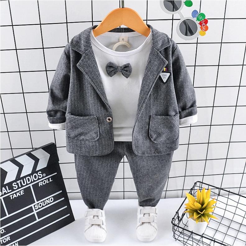 Нарядный костюм тройка на мальчика  серый 2-3 года