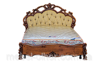 Кровать резная из дерева ручной работы