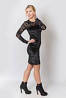 Женское платье нарядное - из черного велюра с гипюром на рукавах и лифе, облегающее