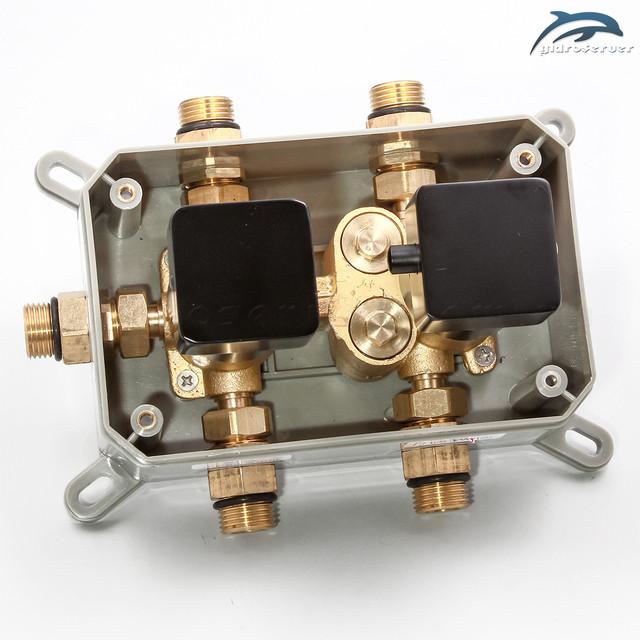 Душевая система для скрытого монтажа BSKT-03 с термостатическим смесителем.
