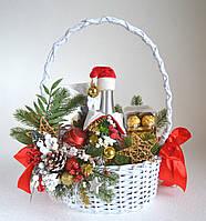 Букет новогодний в корзине.