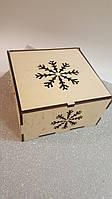 Подарочная новогодняя коробка 20×20×10