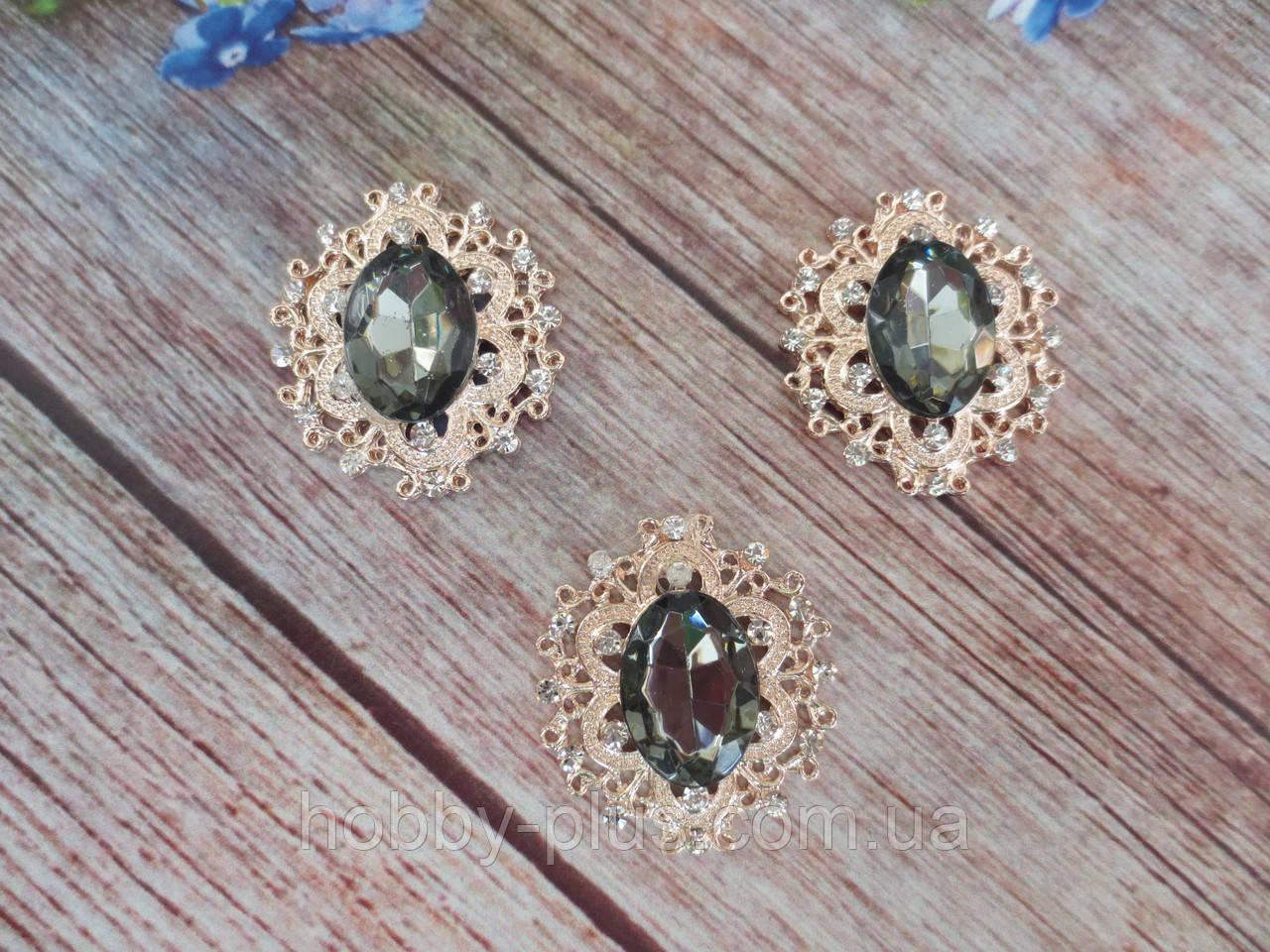 Металлический клеевой декор, 30х32 мм, цвет оправы светлое золото, цвет камня графит, 1 шт