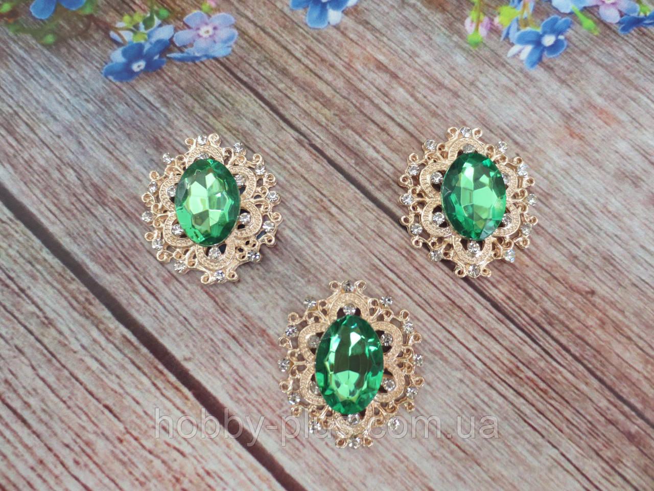 Металлический клеевой декор, 30х32 мм, цвет оправы светлое золото, цвет камня зеленый, 1 шт