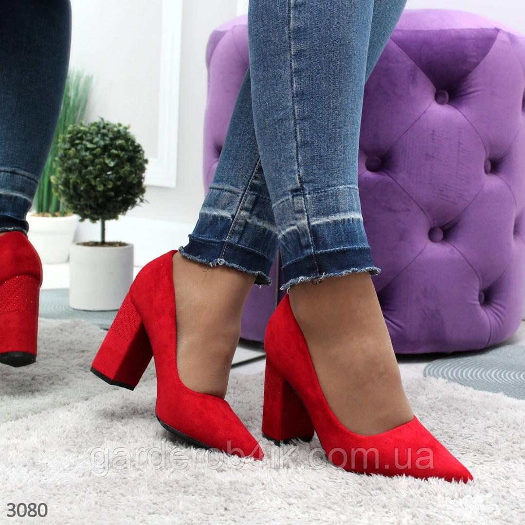 Женские нарядные туфли на каблуке красного цвета