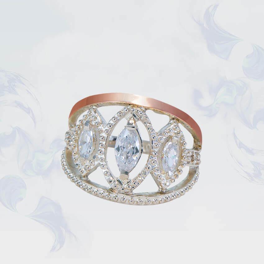 Кольцо из серебра с золотыми вставками,