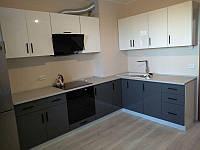 Кухня Гамма 2800х1600 мм (серый лак+белый лак)
