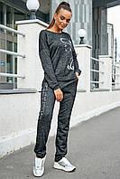 Женский трикотажный спортивный костюм с узором. Графитовый. Темно-серый