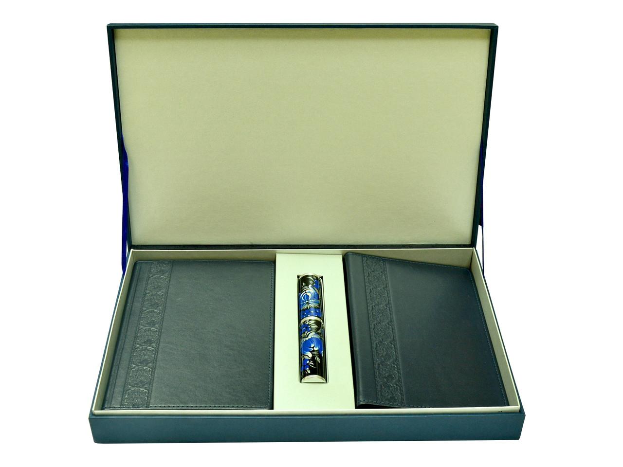 """Подарунковий набір аксесуарів """"Бізнес"""": щоденник шкіряний, візитниця настільна шкіряна і ручка в футлярі"""