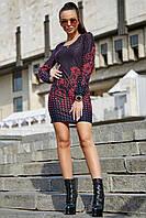 Темно-синее платье мини в горошек, выше колена с длинным рукавом, трикотажное, приталенное.