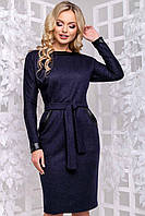 Платье по колено из ангоры, синее с поясом и длинным рукавом. Приталенное по фигуре