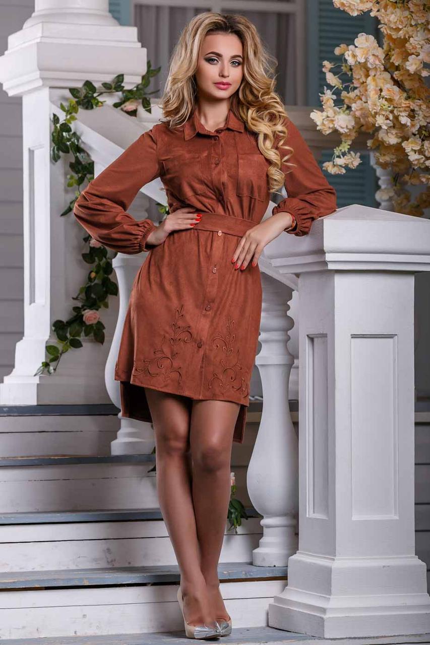 Платье мини выше колена с асимметричным подолом, замшевое. С узором. Терракотовое, рыжее, кирпичное
