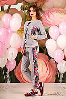 Женский трикотажный спортивный костюм с вставками цветочног принта. Серый
