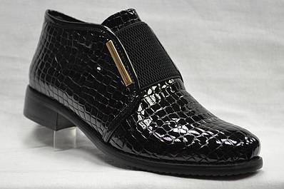 Черные лаковые ботинки Berloni на низком каблуке и резинкой спереди по подъему