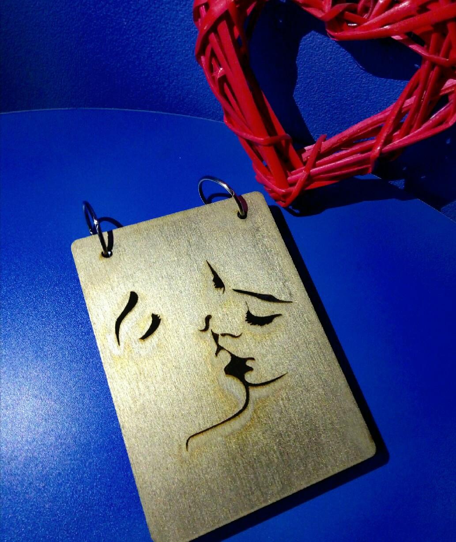 Блокнот из дерева А6 Поцелуй (на кольцах), записная книжка