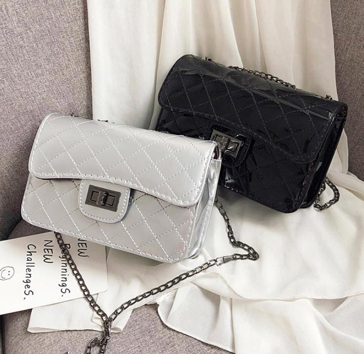 Стильная стеганная женская сумка сундучок Голограма