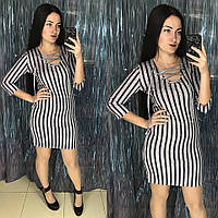 Стильное полосатое платье со шнуровкой на груди
