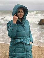 Зимняя приталенная куртка пуховик с поясом, артикул 032, цвет изумрудный зелёный, фото 1