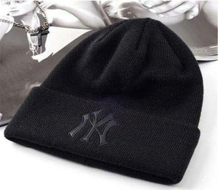 Шапка New York Yankees Черная с Черным Лого