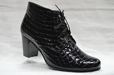 Черные лаковые ботинки на среднем каблуке со шнурками и молнией