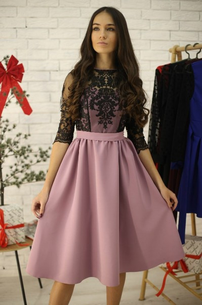 Женское нарядное платье-миди с пышной юбкой и кружевом
