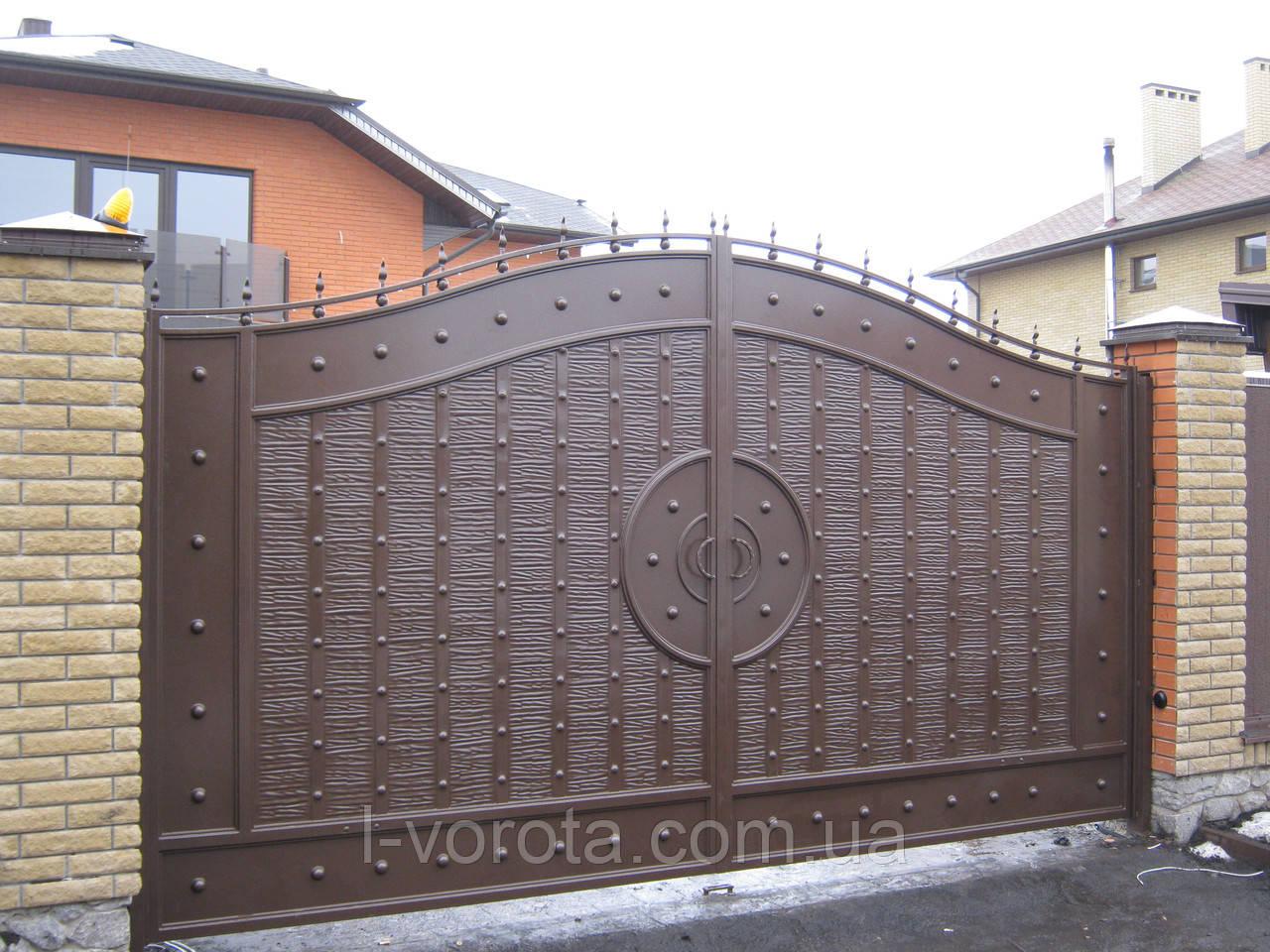 Распашные автоматические металлические ворота с рельефным декором (эффект жатки) ш3900, в2000