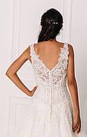 Свадебное платье с кружевом вышитым бисером и пышной юбкой, фото 3