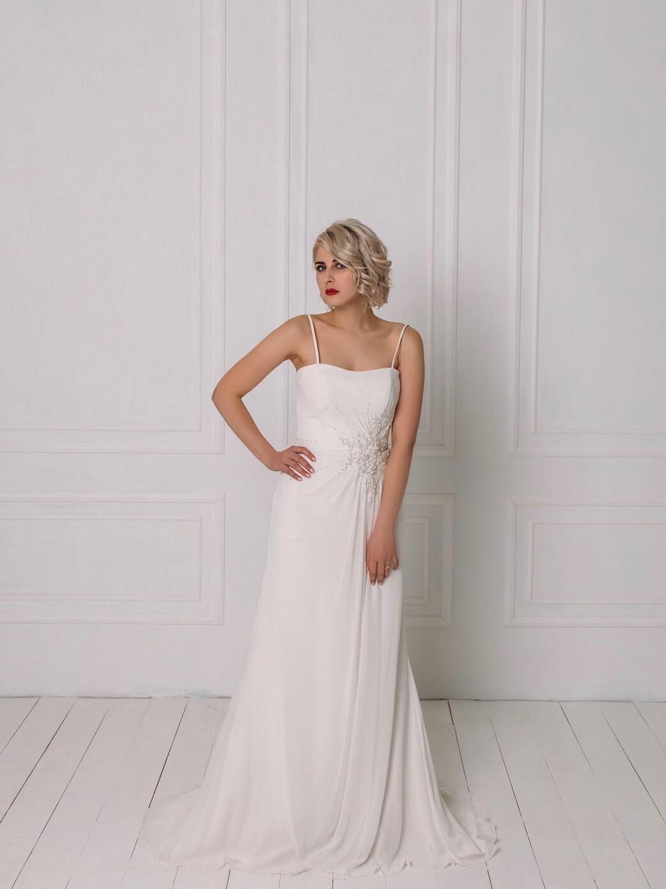 Классическое свадебное платье со сборкой на талии