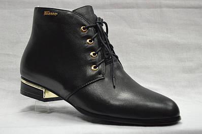 Черные кожаные ботиночки на низком каблуке со шнурками и на молнии.Berloni.