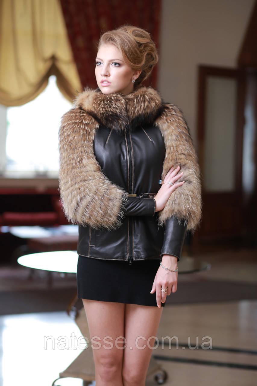 Кожаная куртка с отделкой из енота  Raccoon fur trimmed belted leather jacket with raccoon fur trim