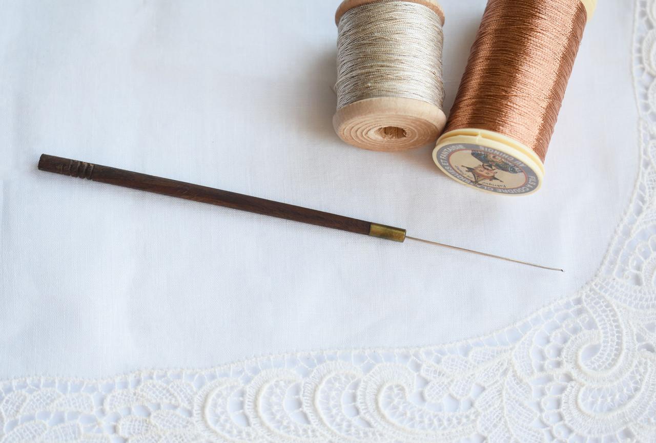 Крючок для вышивки индийский с деревянной ручкой